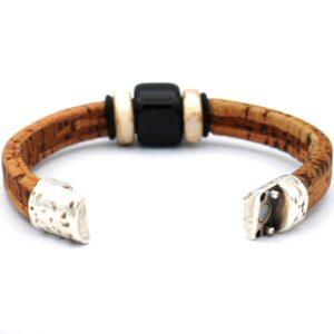 productfoto uit de webshop van een geopende heren armband gemaakt van kurk