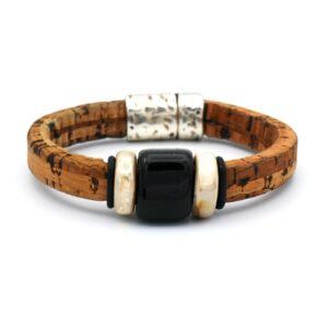 productfoto uit de webshop van een heren armband gemaakt van het materiaal kurk in de kleur lichtbruin