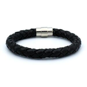 Zwarte heren armband gemaakt van leer met een strakke rvs sluiting aangeboden in de webshop