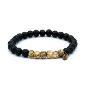 zwarte kralen armband voor heren gemaakt van houten kralen met creme witte tussenkralen