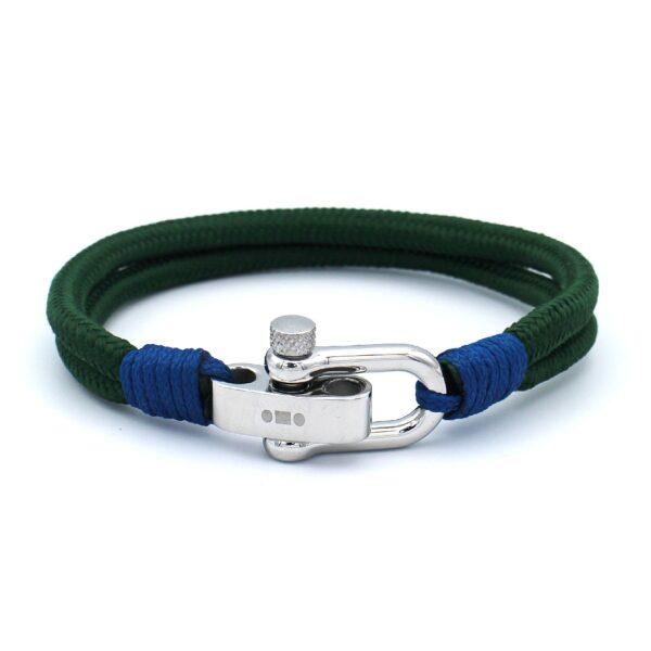 Mannen armband in de kleur dennengroen. Gemaakt van touw en afgemaakt met een roestvrij stalen sluiting. Hippe zomerse armband.
