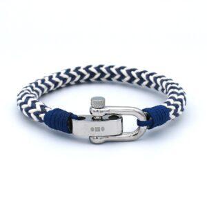 De Gonzola is een handgemaakte wit-blauwe single rope Heren Armband uit onze eigen collectie. Het frisse design past goed bij een zomerse outfit en deze armband kan bijvoorbeeld gedragen worden bij een BBQ of tuinfeest. Een mooie binnenkomer!