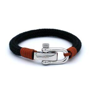 De Omar is een handgemaakte zwarte single rope Heren Armband uit onze eigen collectie. Een smaakvol en strak ontworpen armband die positief opvalt in zowel een informele als formele setting. Wil je indruk maken op je vrienden, collega's of eerste date dan is deze armband iets voor jou.