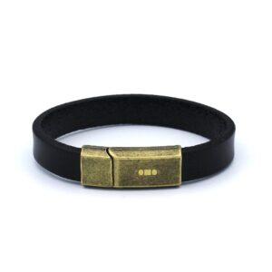 Zwarte enkele Heren Armband gemaakt van leer en afgewerkt met een matgouden metalen sluiting.