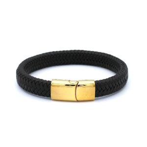 Bruine lederen Heren Armband met een gouden RVS sluiting. Door het ingebouwde magnetische slot is deze heren armband makkelijk te openen en dicht te maken.