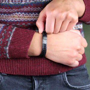 Stoere stijvolle armband, ben er blij mee