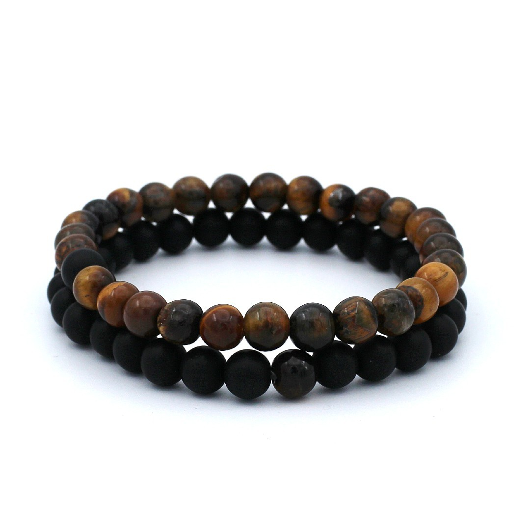 Tweeledige armbandenset gemaakt van zwarte en tijgeroog natuursteen kralen. Het stevige silicone elastiek van de armband is rekbaar. Wanneer jij je juiste maat uitkiest zal het bandje altijd mooi sluitend en comfortabel om je pols zitten.