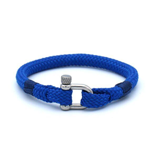 De Harry is een handgemaakte nayblauwe single rope Heren Armband uit onze eigen collectie. De gewoven tweekleurige armband is afgewerkt met een dubbel touw ontwerp en een RVS pinsluiting. Een leuke aanwinst voor eigenlijk iedere garderobe. Matcht goed met bijvoorbeeld een spijkerbroek of donkere pantalon.