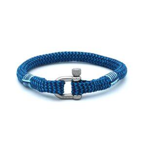 De Owen is een handgemaakte single rope Heren Armband uit onze eigen collectie in de kleuren diepblauw en hemelsblauw. De gewoven tweekleurige armband is afgewerkt met een dubbel touw ontwerp en een RVS pinsluiting. Een vertrouwd en gewaardeerd model uitgegeven in een unieke kleurencombinatie. De blauwkleuren passen bij nagenoeg iedere outfit.