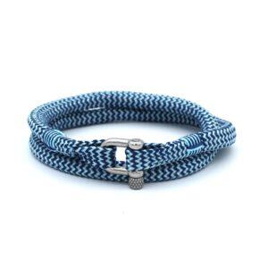 De Humberto is een handgemaakte navyblauw en zilvergrijze double rope Heren Armband uit onze eigen collectie. De gewoven tweekleurige armband is afgewerkt met een dubbel touw ontwerp en een comfortabele RVS pinsluiting. Een prachtige aanwinst voor eigenlijk elke garderobe. Deze heren armband matcht goed met bijvoorbeeld een spijkerbroek of donkere pantalon.